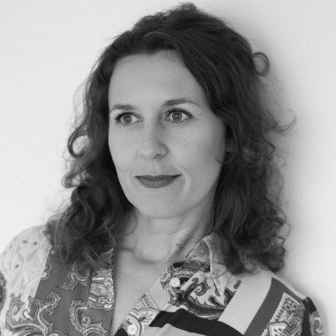 Ирина Папанчева: Вярвам в емпатията на всяка жена със силата и смелостта да дочете романа ми