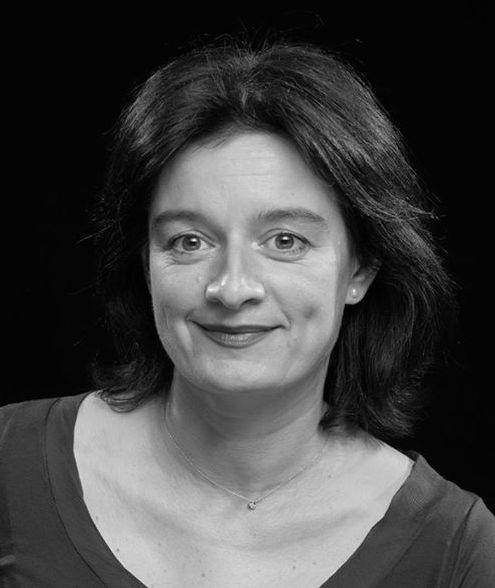 (Корона от книги) Мария Донева: Чувствам като в неталантливо преразказан роман на Тери Пратчет