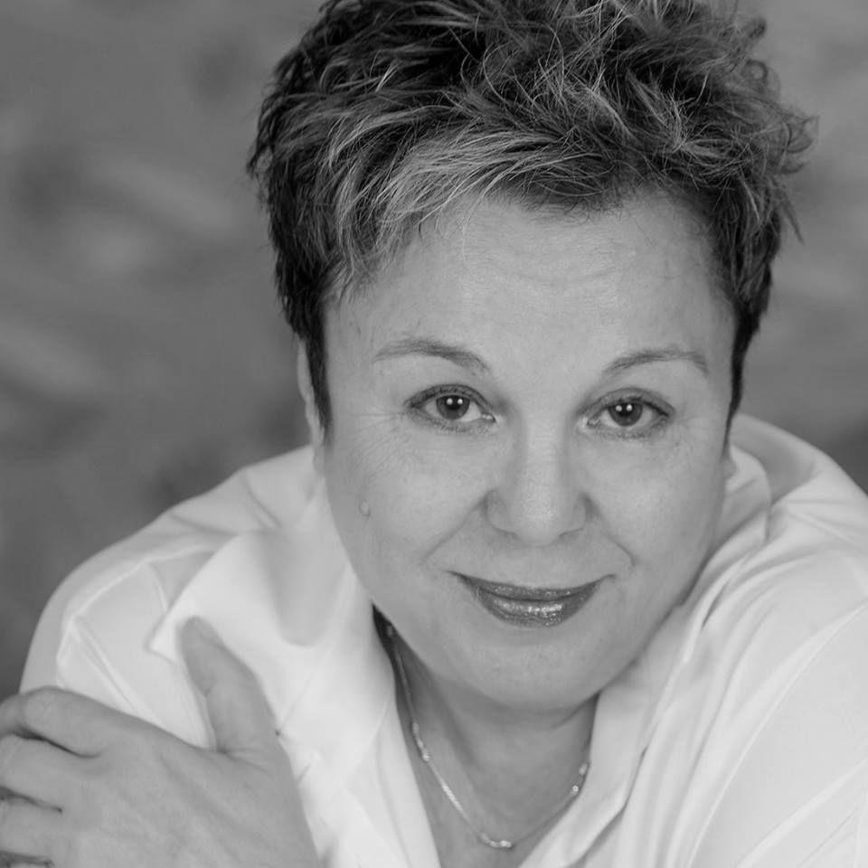 Веселина Седларска: Всеки мечтаещ за по-мащабна известност коленичи пред олтара на Мишел Уелбек